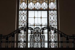 Balkon Geländer und Fenster in der Jugendstilanlage Sprudelhof in Bad Nauheim