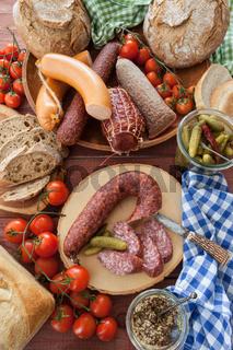 Frische Wurstwaren und Brote