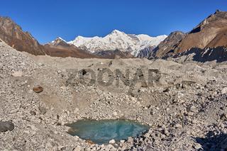 Der Mount Cho Oyu am Ngozumpa Gletscher