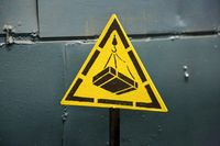 Warning sign for lifting and moving goods