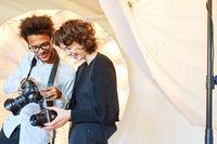 Fotografen vergleichen ihre Kamera Modelle