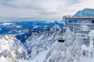 Gipfelstation der Seilbahn auf der Zugspitze im Winter