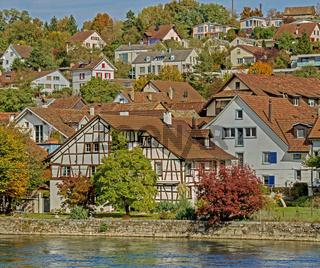 Gebäude am Hochrhein in Flurlingen, Kanton Zuerich, Schweiz
