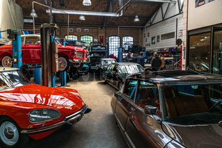 Workshop on repair and maintenance of French classic and sports cars.