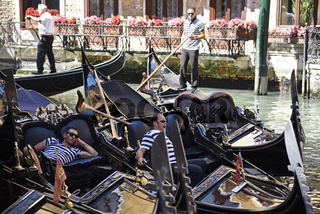 waiting gondoliers