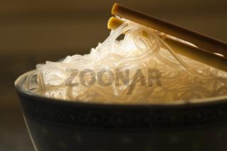Reisnudeln in chinesischer Schale / Chinese rice noodles in bowl