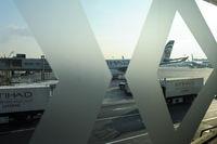 Abu Dhabi, Vereinigte Arabische Emirate, Blick vom Terminal auf das Vorfeld auf dem internationalen Flughafen