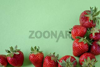 Textfreiraum und Rahmen aus Erdbeeren