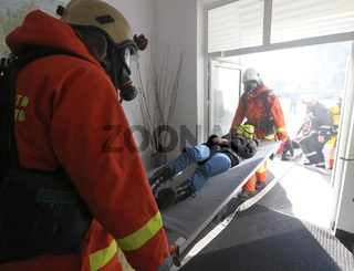 Volunteers from Bulgarian Red Cross Youth (BRCY) participate in training with a fire service