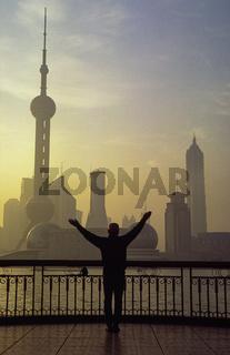 Shanghai, China, Asien, Sonnenaufgang ueber Pudongs Skyline mit Wolkenkratzern und Fernsehturm