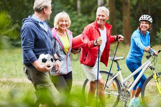 Senioren freuen sich auf den Freizeit Sport