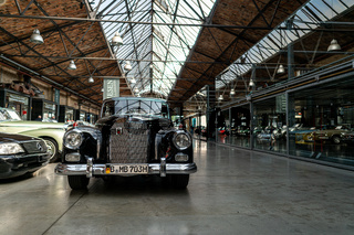 Full-size luxury car Mercedes-Benz W189 model 300.