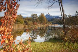 Weissensee mit Herbstlaub