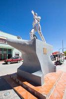 Bolivia Uyuni monument to the railroad builders