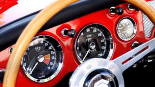 Armaturenbrett eines britischen Roadsters