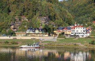 Schmilka, Ortsteil von Bad Schandau, Elbe mit Fähre