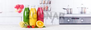 Saft Smoothie Smoothies Flasche Küche Textfreiraum Copyspace Banner Fruchtsaft Frucht Früchte