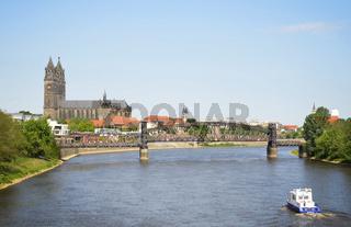 Magdeburg, Dom, Hubbrücke und Elbe