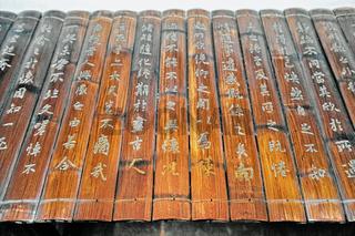 traditionelle Schriftrolle auf Bambus geschrieben