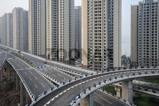 Chongqing, China, Neue Hochhaussiedlungen und Hochstrassen in der Metropole