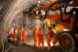 Tunnel piperoof grouting