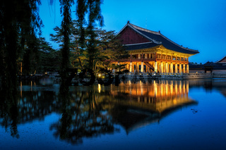 gyeonghoeru pavilion at night