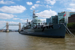 Kriegsschiff 'HMS Belfast' und 'Tower Bridge' - London