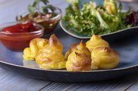 Pommes Duchesse mit Salat