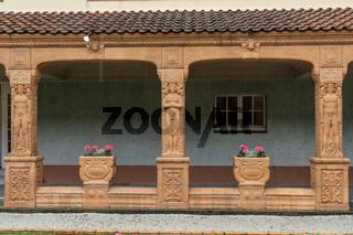Schmuckhof im Badehaus 2 der Jugendstil Anlage Sprudelhof mit Terracotta Dekor