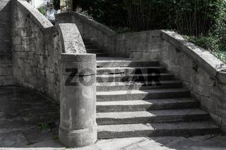 Steintreppe in der Jugendstilanlage Sprudelhof in Bad Nauheim