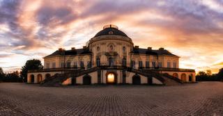 Sonnenuntergang am Schloss Solitude.jpg