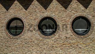 Fenster  des Sparkassen Gebäudes in Ulm