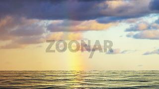 Regenbogen über dem Meer in Dänemark