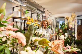 Florist bekommt telefonisch eine Bestellung