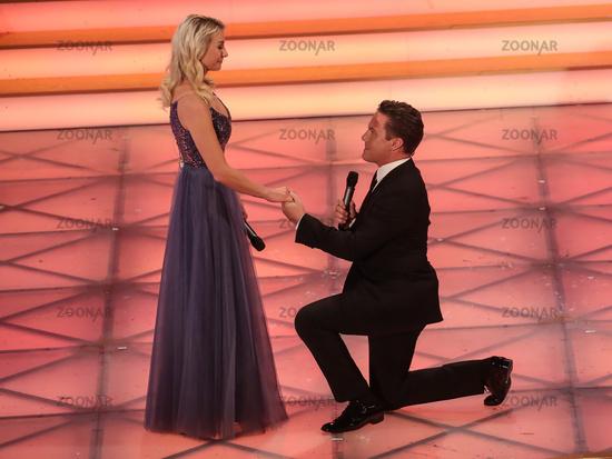 Stefan Mross Marriage proposal friend Anna-Carina Woitschack Adventfestival 100000 lights 30.11.19