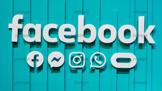 KÖLN, September 2019: Facebook Logotype mit Instagram, Whatsapp, Oculus