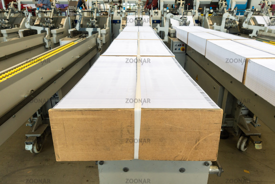 Paper Hopper Signatures Stacked Folding Machine Supply Feed Printing Equipment Industrial Detail