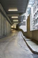Einfahrt Straße zu Garage oder Parkhaus