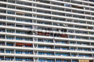 Balkone eines Plattenbaus in Berlin