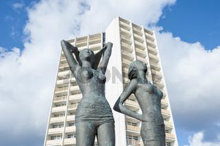 Bronzeplastik, Mädchen am Südstrand, in Burgtiefe