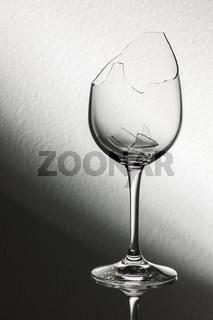 Broken wine glass brightness gradient
