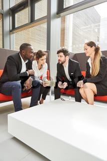 Consulting Team bei einer Besprechung