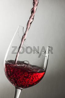 Filling a demaged wine glass