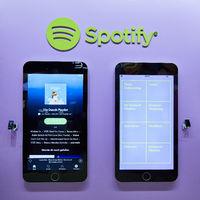KÖLN, September 2019: Große iPhones mit Spotify App