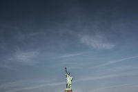 The Statue of Liberty unter blue sky