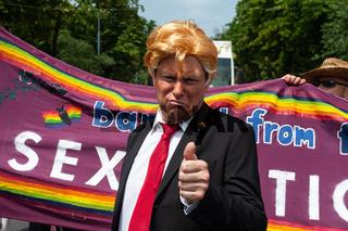 Wien, Oesterreich, Trump Doppelgaenger auf der Euro Pride Parade