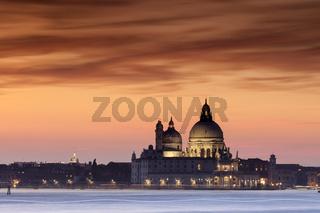 Venedig zum Sonnenuntergang mit Blick zur Basilica di Santa Maria della Salute