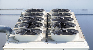 ac system with air conditioning units on roof