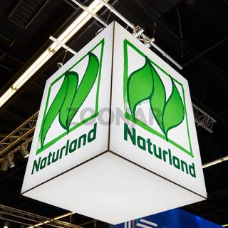 KÖLN, OKTOBER 2019: Logo des Naturland Verbands auf ANUGA Messe