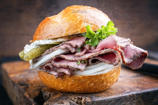 Traditional sliced cold cuts roast beef sandwich with onion